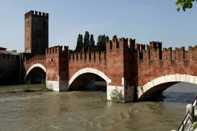 Il ponte sul fiume Adige - Verona - Movingitalia.it