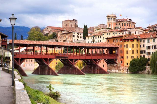 Foto panoramica della città di Bassano del Grappa - Movingitalia.it