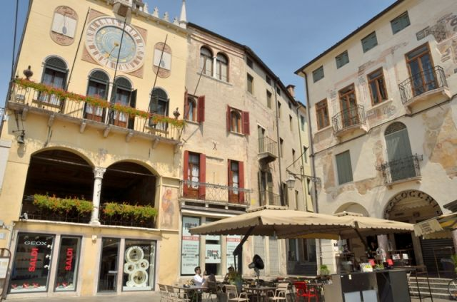 Piazza a Bassano del Grappa - Movingitalia.it