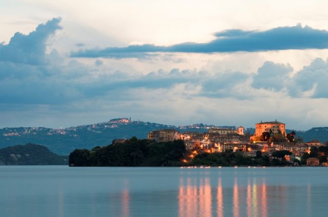 Lago di Bolsena al tramonto - Movingitalia.it