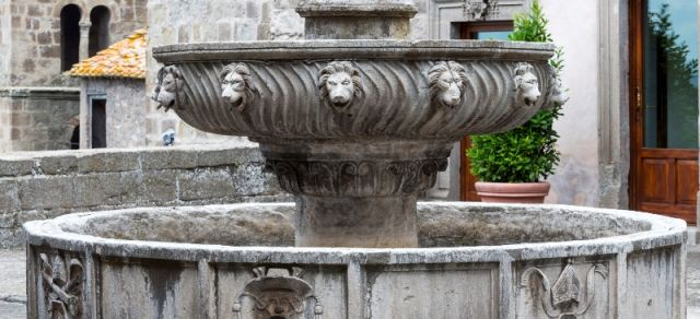 Fontana con leoni a Viterbo - Movingitalia.it