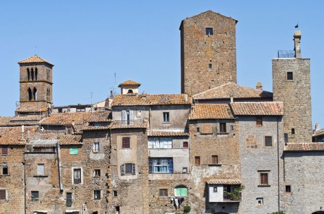 Palazzi a Vitorchiano nel Lazio - Movingitalia.it